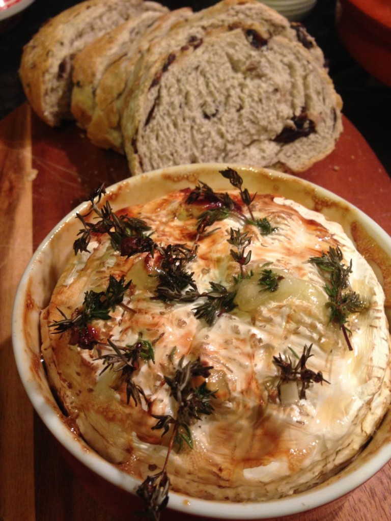 Baked camembert with thyme and honey